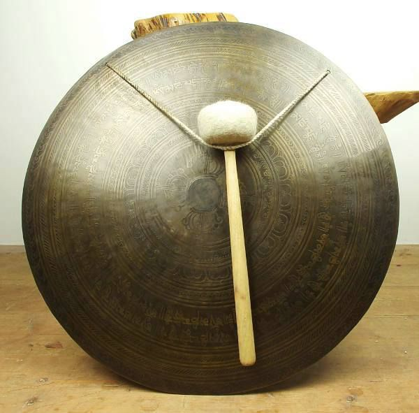 Gong bronzový prům. 53 cm, zdobený, Nepál