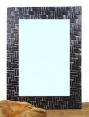 Zrcadlo s dřevěným dekorativním rámem, ruční práce