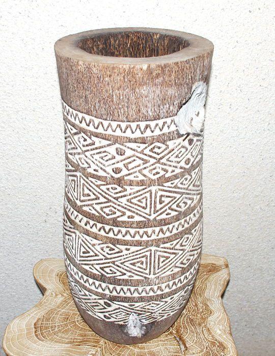 Váza kokosová palma s řezbou 50 cm, atraktivní interiérová dekorace z Indonésie ID1600203