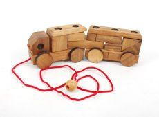 Dřevěné autíčko s vlekem