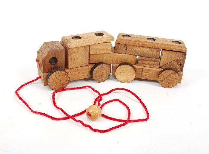 Dřevěné autíčko s vlekem TD0048