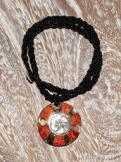 Náhrdelník perličkový - provázkový -  s přívěškem  IS0001-038