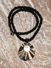 Náhrdelník perličkový - provázkový -  s přívěškem  IS0001-039
