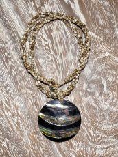 Náhrdelník perličkový - provázkový -  s přívěškem  IS0001-051