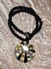 Náhrdelník perličkový - provázkový -  s přívěškem  IS0001-061