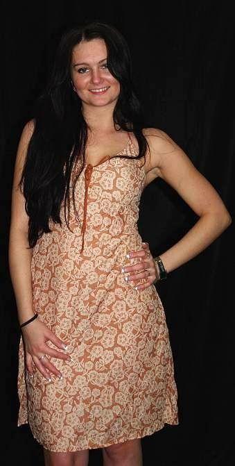 Šaty z jemné balvny