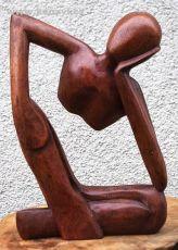 Soška Odpočívající muž dřevo suar Indonésie